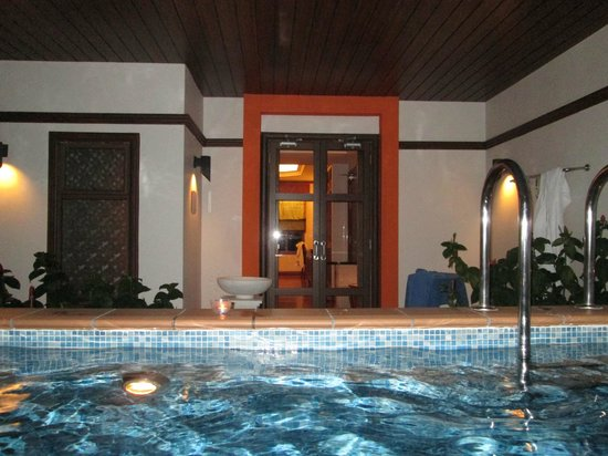 Grand Lexis Port Dickson: Pool during the night