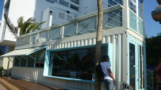 Tabetai Sushi Bar : The restaurant showing upstairs al fesco dining experience