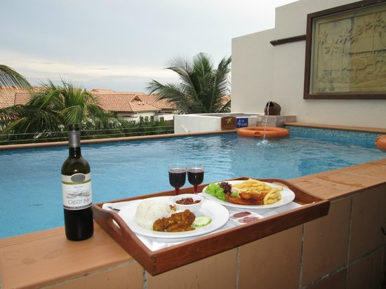 Grand Lexis Port Dickson: Romantic dinner by the pool