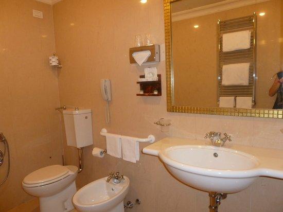 Villa Glori Hotel : salle de bain