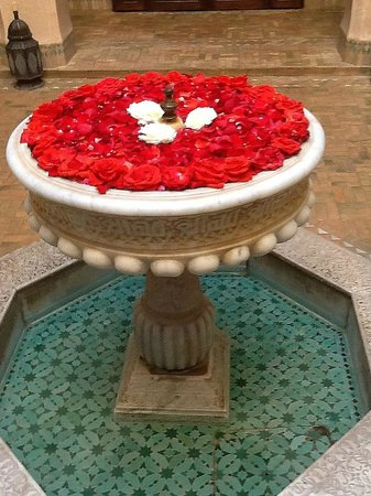 Riad Kniza: Rose filled Fountain
