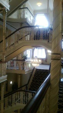 Britannia Manchester Hotel: view on landings 1/5