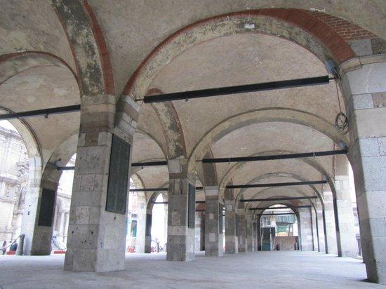 Palazzo della Ragione (o Broletto Nuovo) : portico