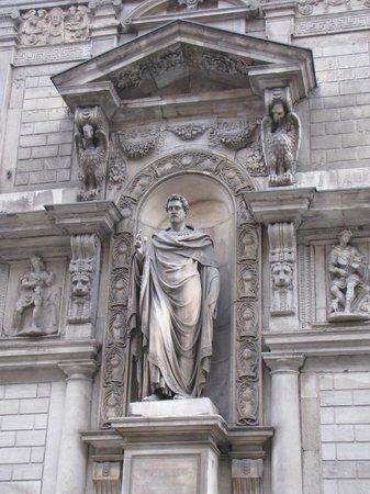Palazzo Giureconsulti : Ambrogio?