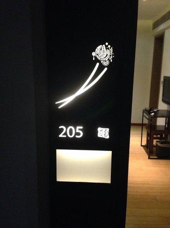 Shichahai Shadow Art Performance Hotel: Entrada a la habitación
