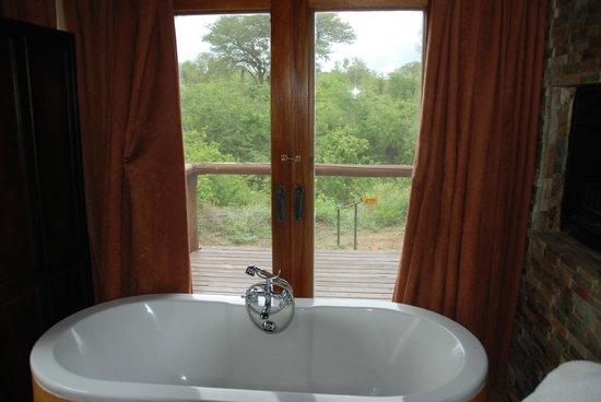 Shishangeni Private Lodge: vista dal bagno