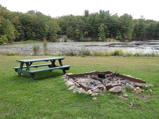 Arrow Park: By the lake
