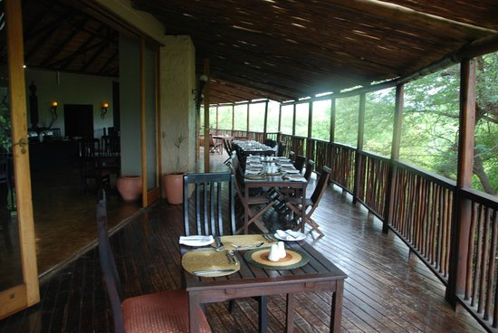 Shishangeni Private Lodge: veranda corpo centrale
