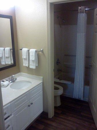 Extended Stay America - Orlando - Lake Buena Vista: Bathroom