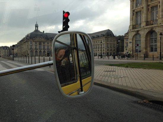 Bordeaux 2cv Tours : Reflecting on the Past