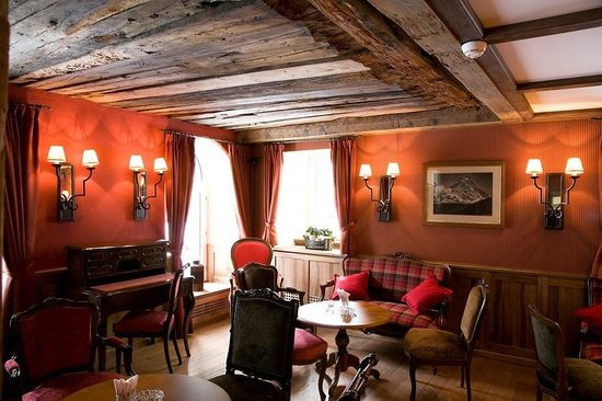Hotel Monte Rosa: Red Lounge