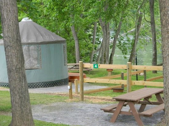 #1 Rock Tavern River Kamp : Cherokee Rose Yurt - sleeps up to 4