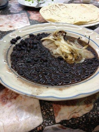 Mercado 20 de Noviembre: Tasajo encebollado (cecina)-Comedor Chabelita