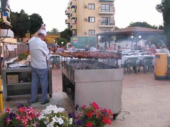 Kapetanios Bay Hotel: Ужин в четверг