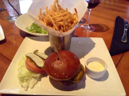 Wolfgang Puck Bar & Grill - LA Live: Hamburger
