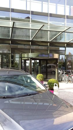 Hilton Evian-les-Bains : PORTA DE ENTRADA