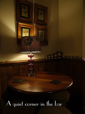 Langley Hall Inn: Bar seating