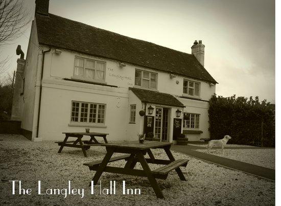 Langley Hall Inn: Kerb appeal