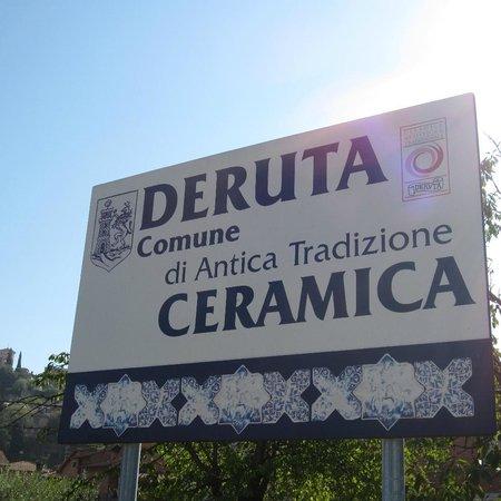 Deruta, Comune di antica tradizione ceramica. - Picture of Ceramiche ...