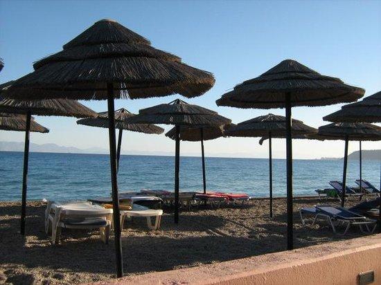 Avra Beach Resort Hotel - Bungalows: Eten met zicht op zee!