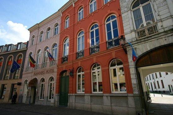 Flanders Hotel: Flanders Exterior