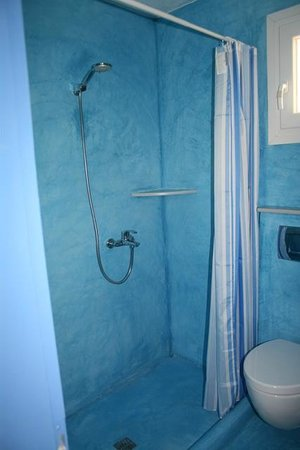 Scirocco Apartments: Shower