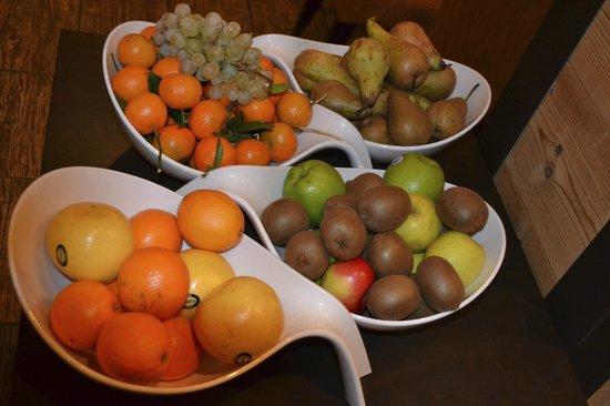 Hotel L'Arboisie: Breakfast Fuit