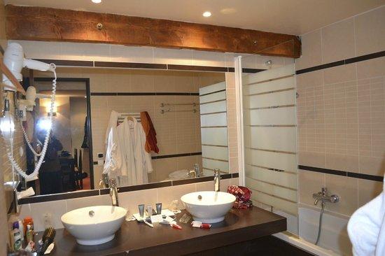 Hotel L'Arboisie : Bath