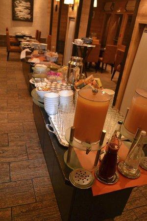 Hotel L'Arboisie : Buffet Breakfast