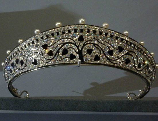 Grand Palais: 1914 diadem (Cartier exhib)