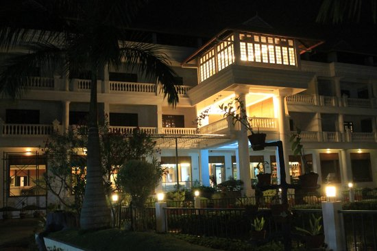 PJ Princess Regency: view of the hotel at night