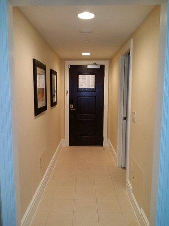 Le Meridien Arlington: Or hallway in our suite