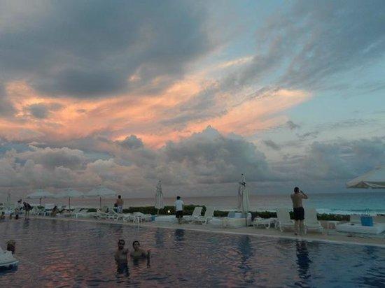 Live Aqua Beach Resort Cancun: Main Pool