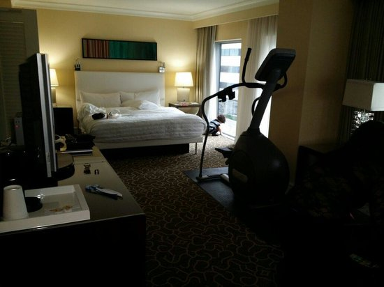 Le Meridien Arlington: Or King size bed in our suite