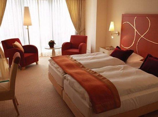 Casino 2000 Hotel: room
