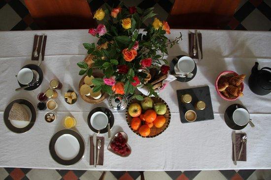 Ma Chambre d'Hotes a Montpellier: Petit déjeuner avec les produits du marché bio