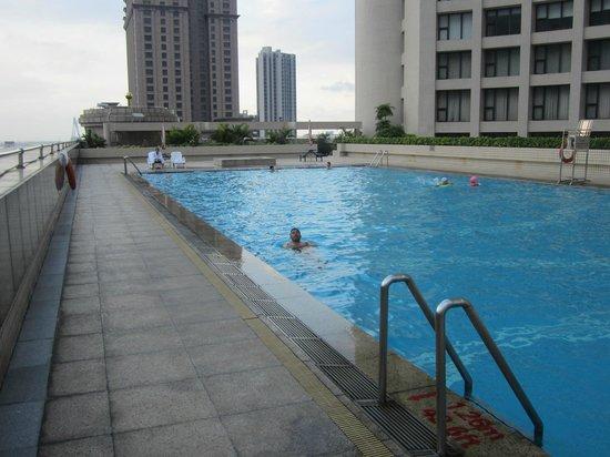 Crowne Plaza Zhanjiang: Pool