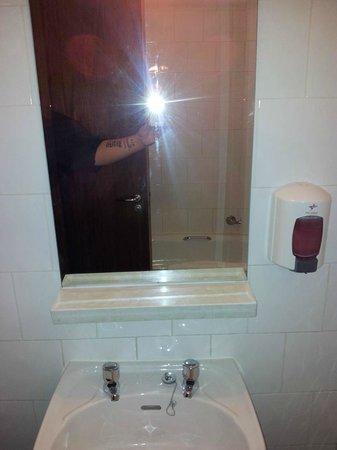 The Martello Hotel: Bathroom Arm selfie