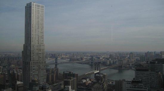 Millenium Hilton: вид из номера на 54 ом этаже угловой номер