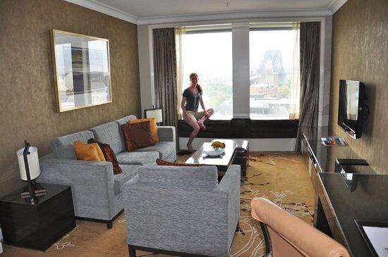 Shangri-La Hotel Sydney: living room view