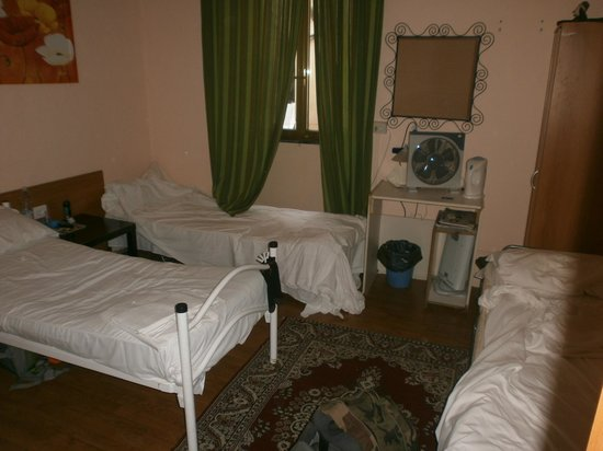 Volturno House Rome : the bedroom were I slept; bed on the right side was mine.