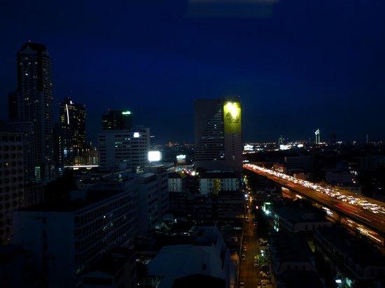 Novotel Bangkok Fenix Silom: Vista desde la habitación