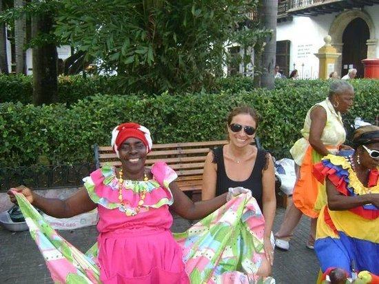 Plaza Bolivar : con la vendedora de frutas