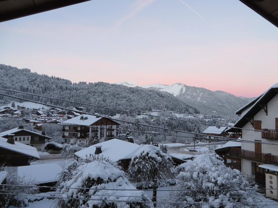 R&S - Chalet La Ferme a Mamy: Sunrise view from the cream room
