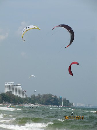 Hyatt Regency Hua Hin: kite-surfing is exotice