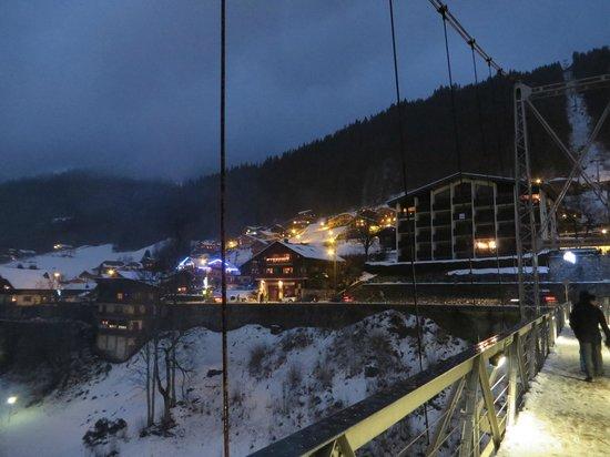 Ride & Slide - Chalet La Ferme a Mamy: The bridge in Morzine