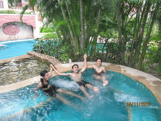Hyatt Regency Hua Hin: Enjoying the pool play