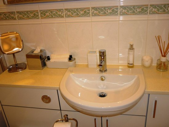 Chestnuts House: Bagno