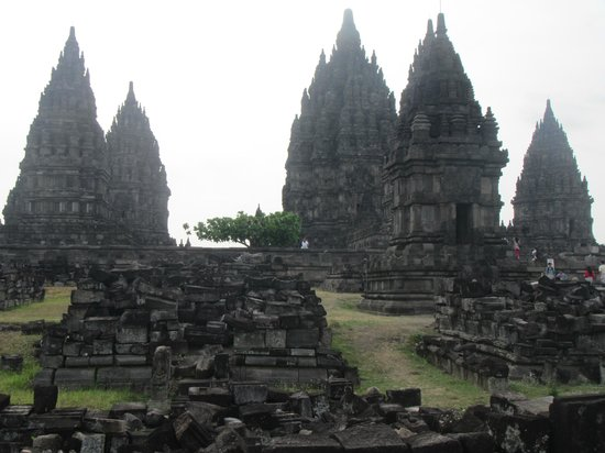 Temple de Prambanan : pictures with no other tourists in it are possible