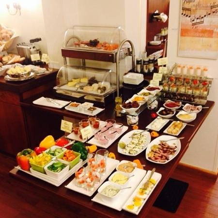 Hotel Rosenvilla : breakfast (half of the full selection avilable!)